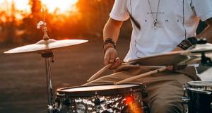 Няколко причини да се научите да свирите на барабани